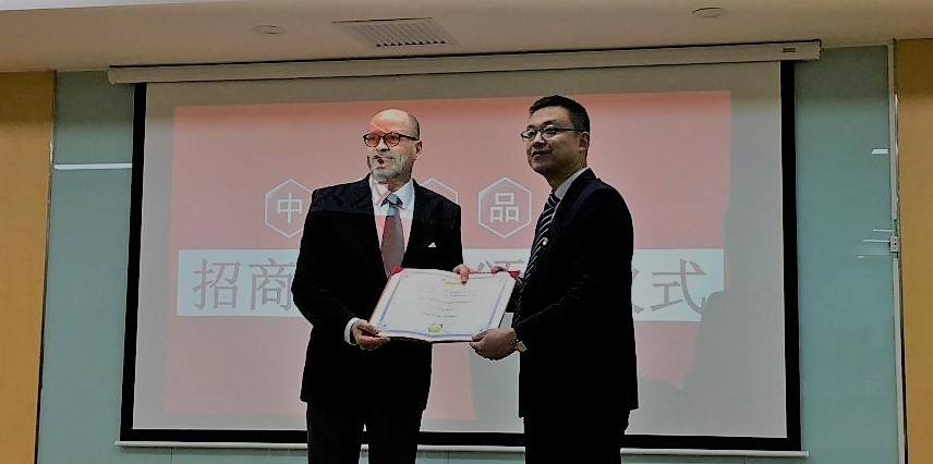 Mr. Matti Herlevi from Posintra Oy receiving a certificate at CFV .