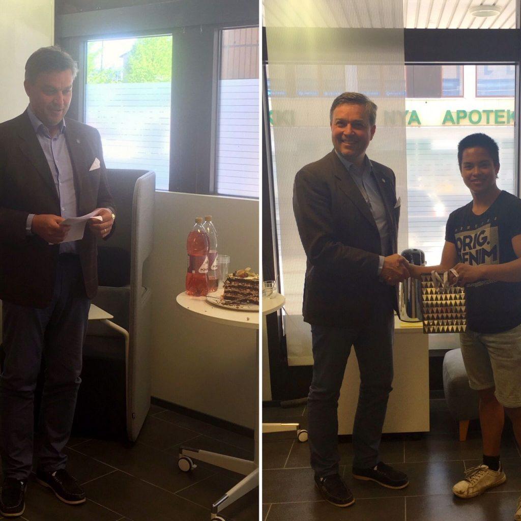 Posintra 20 v. liikeideakilpailun palkintojenjakotilaisuus. Kuvassa Fredrik Pressler ja voittaja Joseph Lampen.