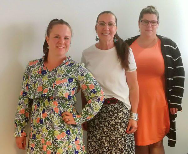 Kultapalat Oy Yrittäjä Jenny Salo, yrittäjä Jenni-Mari Bergman ja yrityskummi Nina Laine-Haaja