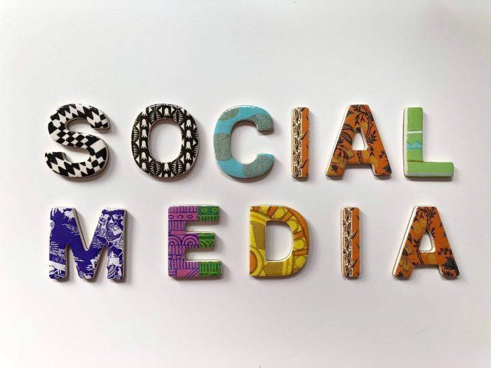 Hur får mitt företag synlighet i sociala medier?